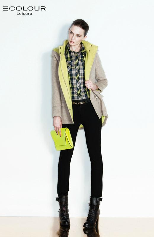 最新款女冬装_三彩丽雪2013冬装新款女装外套搭配 - 全球时尚品牌网