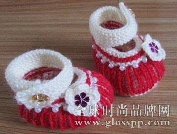 宝宝毛线鞋编织步骤二:沿着辫子一圈挑起58针换