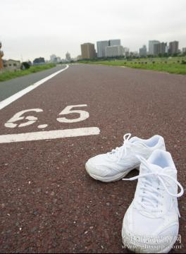 中考体育穿什么鞋好?