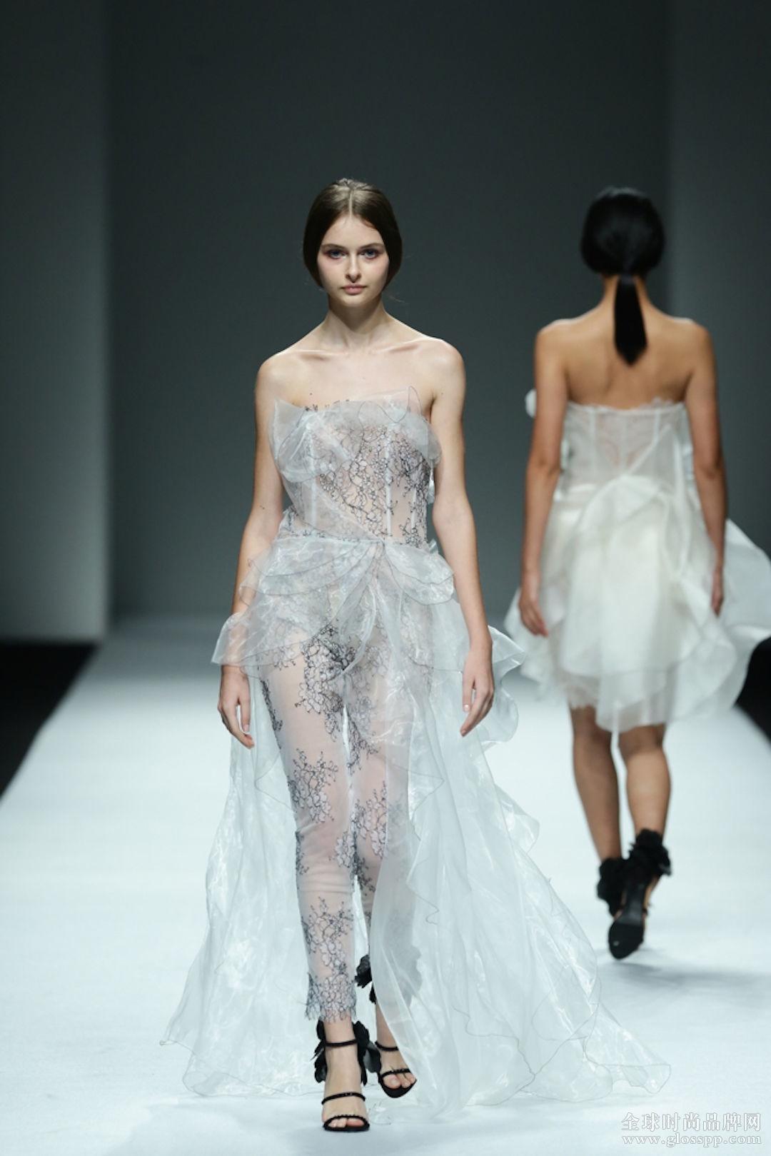 we couture 的礼服和婚纱 more is more 上海时装周