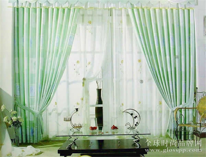 蕾丝窗帘是用提花布,经编锦纶网,蕾丝花边,窗帘窗饰珠,玻璃纱
