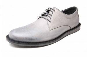 如何识别真皮皮鞋?