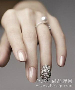 美甲舞动指尖上的时尚与美丽