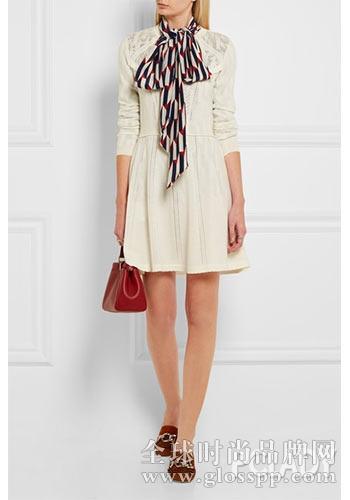 连衣裙  :白色羊毛