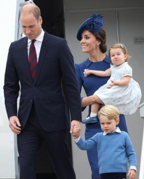 原来凯特王妃也是一枚剁手党 勤俭皇室出访礼裙超10万