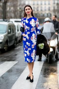 如何利用印花连衣裙与其它单品搭配得和谐又吸睛呢