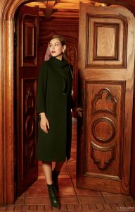 看腻了时尚爆款,回归经典的皮尔卡丹女装collar coat系列