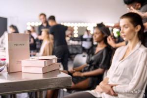 聚焦纽约时装周,名膜壹号无添加护肤圈粉秀场超模