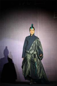 昌都解放70周年阿佳娜姆藏东明珠时装秀为城市带来震撼